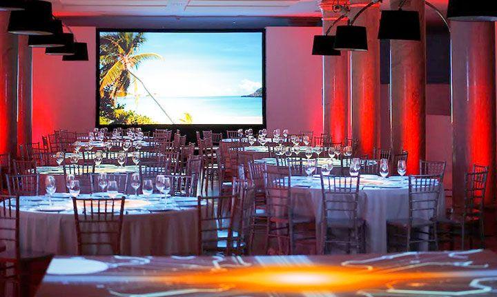 Iluminación especial para cena - Eventos corporativos